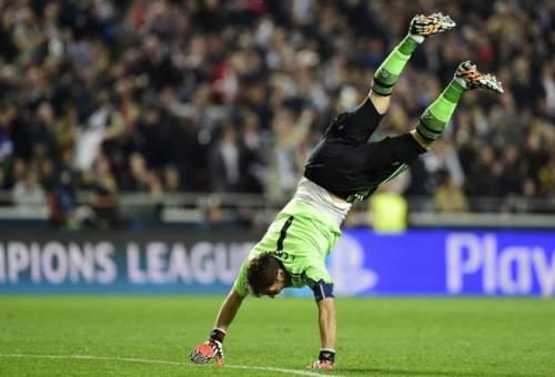 Casillas se quitó un peso de encima tras su error en el gol del Atleti. Otra final que ganó y otra que levantó.