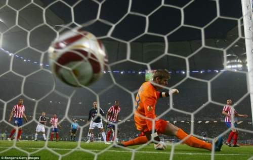 Simon_Davies_of_Fulham_sc
